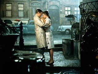 Breakfast_at_tiffanys_kiss_400x300
