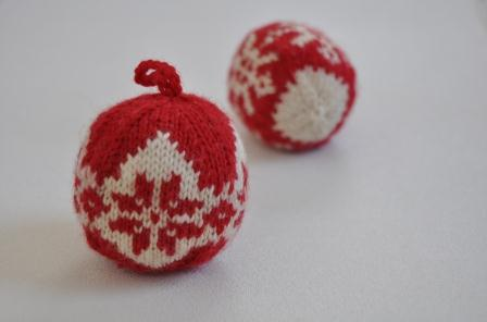 2014 knit christmas balls