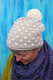Polka_knot_hat