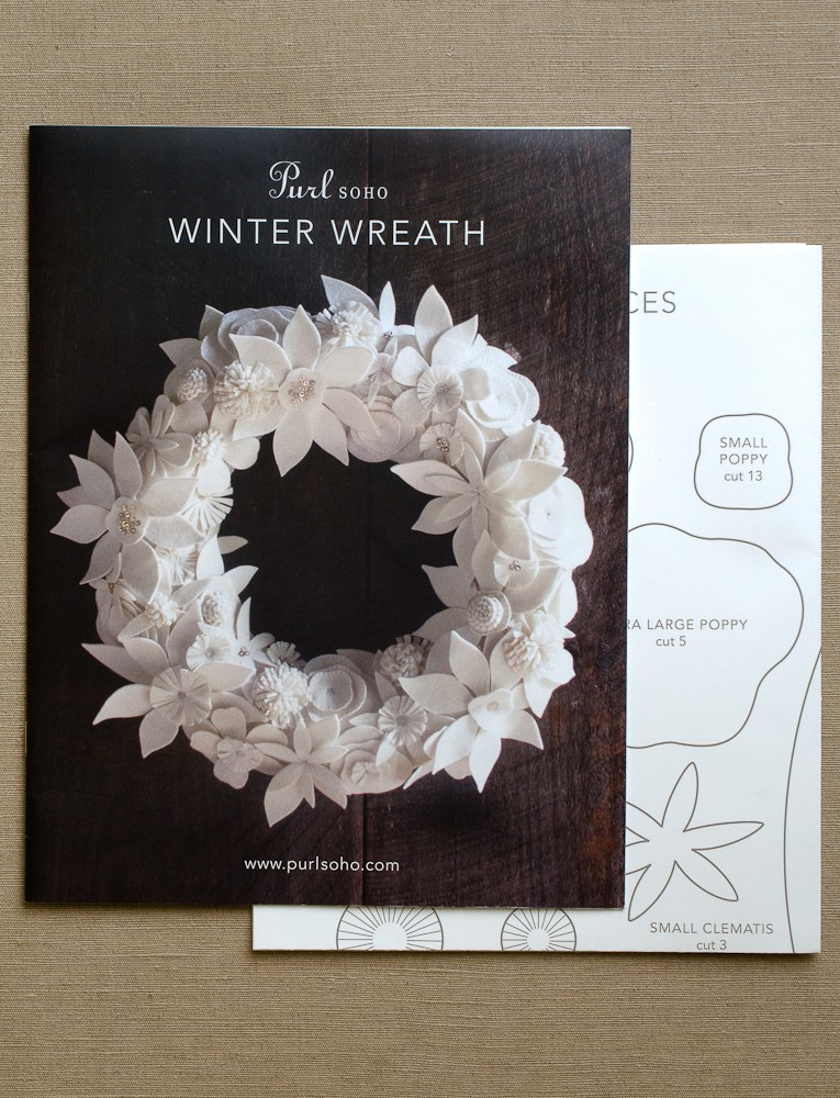 Winter_wreath_pattern